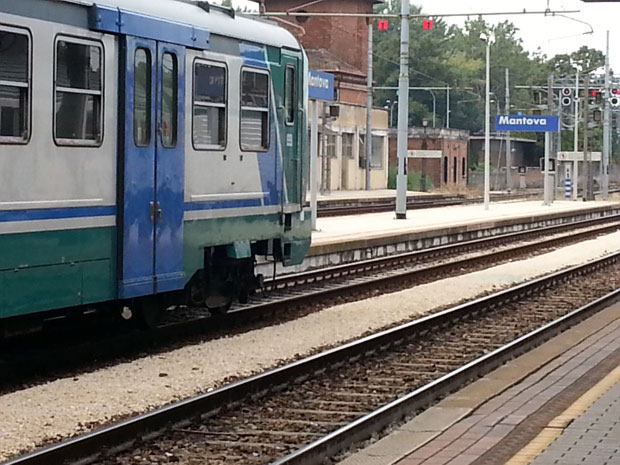 Un'altra giornata di passione per i pendolari della Linea ferroviaria Milano-Cremona-Mantova. Accumulati ritardi fino a 80 minuti